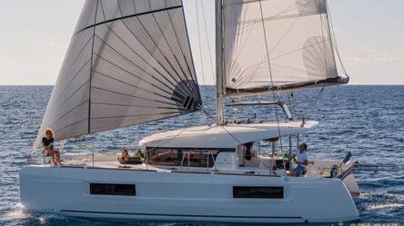 Catamaran LEO
