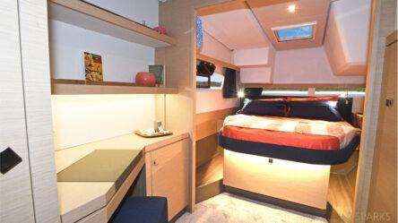 Catamaran Papaya