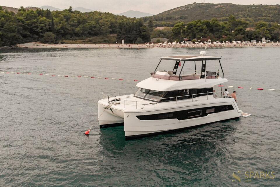 Catamaran Pelican
