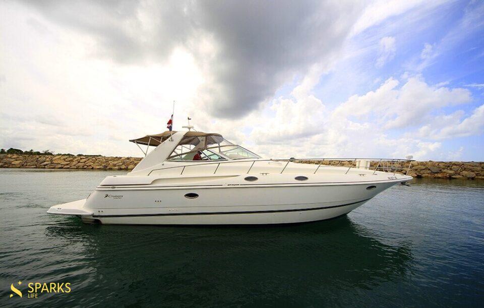 Motor Yacht Champagne Girl