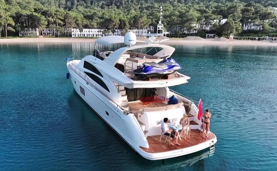 Моторная яхта DOLCE VITA