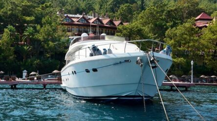 Моторная яхта EMRE