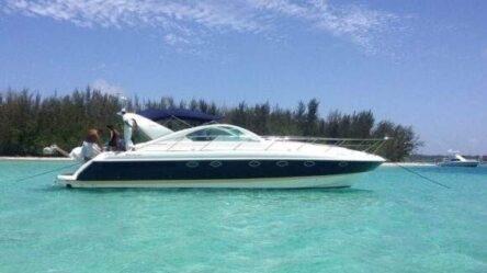Моторная яхта Fairline