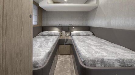 Моторная яхта Люкс Ferretti 650