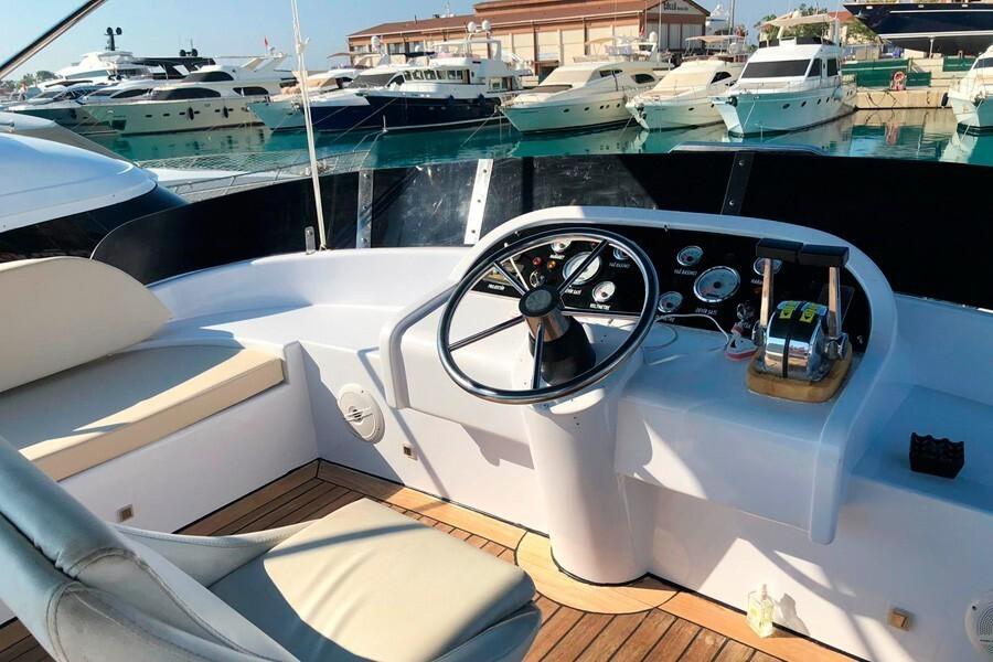 Motor yacht MY MOM