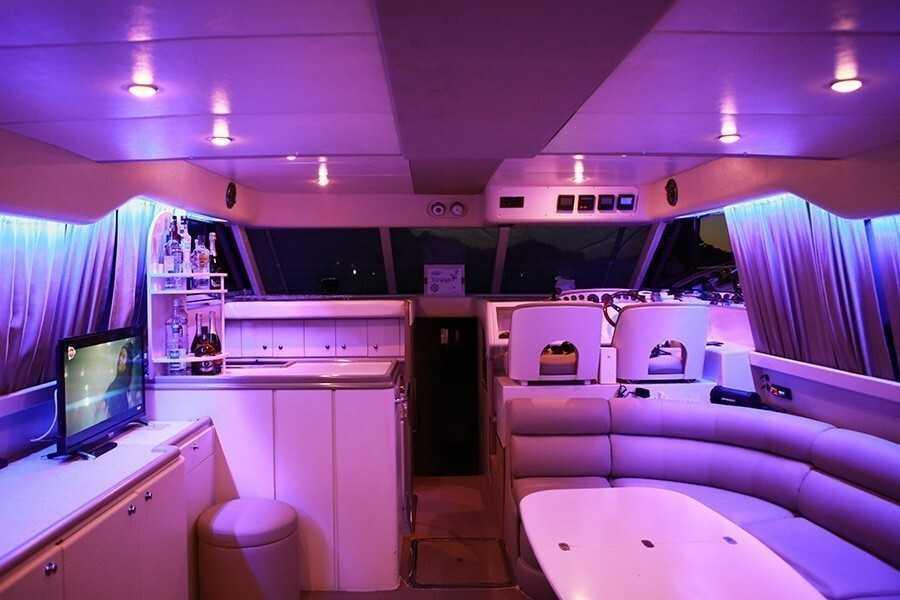 Моторная яхта VOYAGER