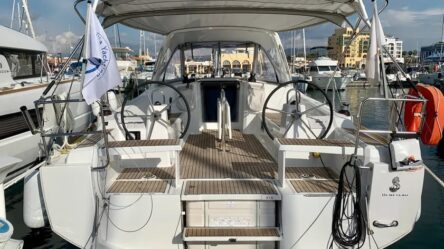 sailing yacht Oceanis 38.1