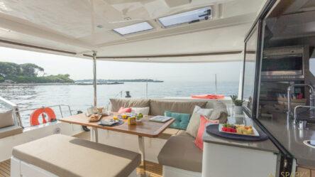 Sailing catamaran Lounge