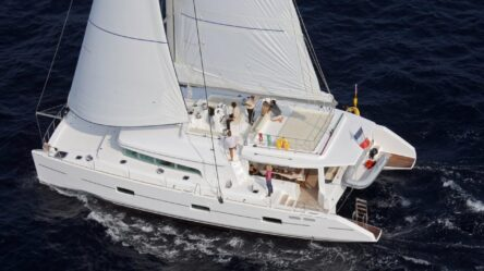 Rent a cabin on the Dream 60 catamaran