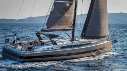 Sailing boat Oceanis Yacht 62
