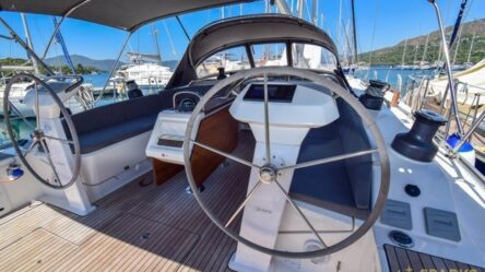 Парусная яхта ARTEMISIA