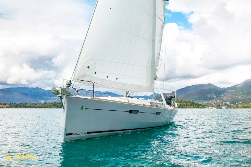 Sailing yacht Foxtrot