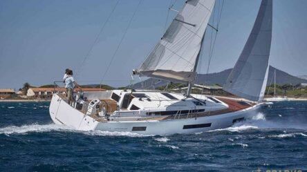 Парусная яхта LORNIA