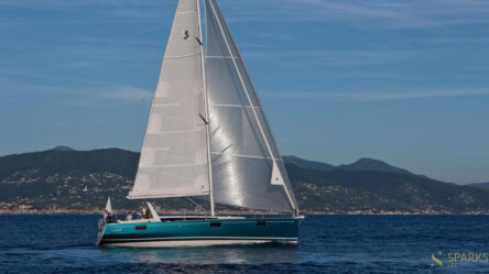 Парусная яхта Oceanis 48