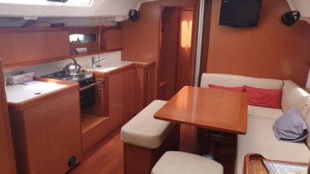 Sailing yacht OCTOBRE ROUGE