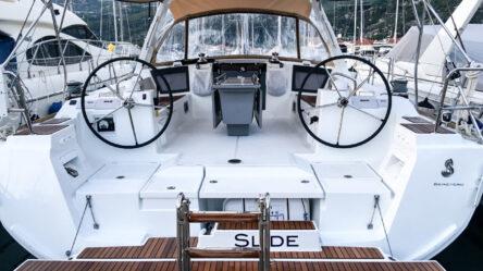 Парусная яхта Slide
